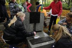 Pamiętamy - porządkowanie grobu radzieckiego żołnierza 2012 2013